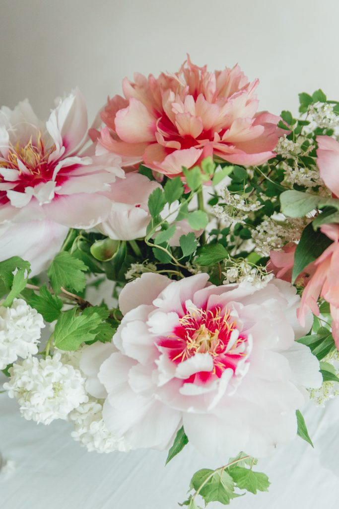 Rose_and_Laurel_Luxury_Floral_design_Featuring_Peonies_in_shades_of_pink