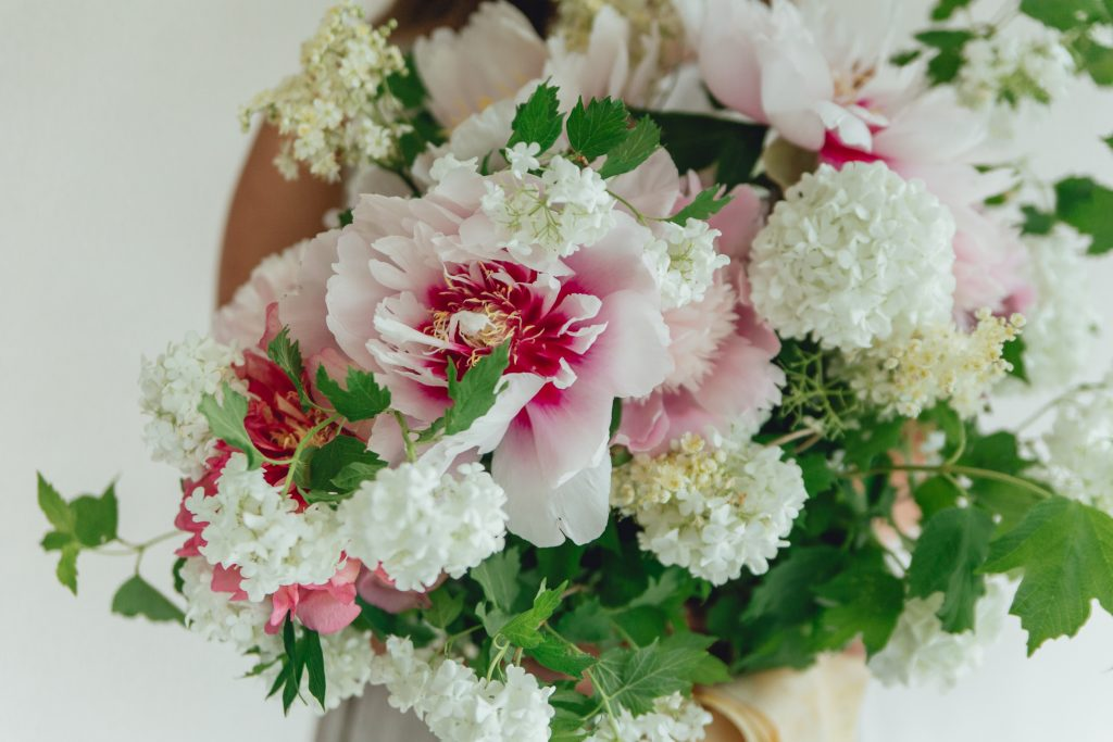 Rose_and_Laurel_Luxury_Springtime_bouquet_inspiration_in_shades_of_pink
