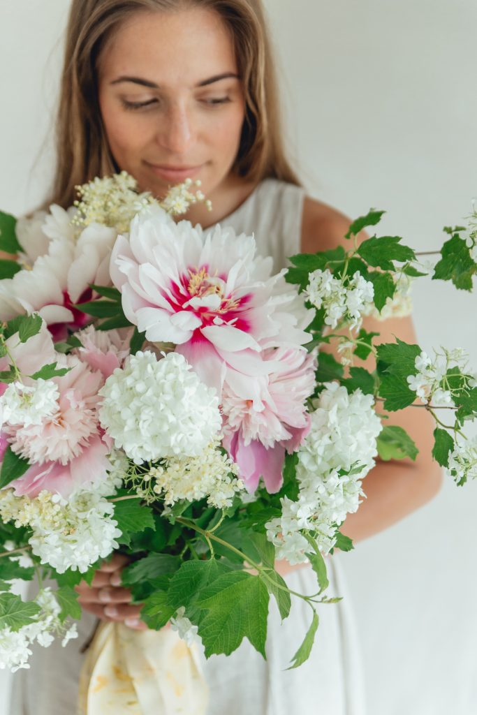 Rose_and_Laurel_Girl Holding_Luxury_Springtime_bouquet_inspiration_in_shades_of_pink