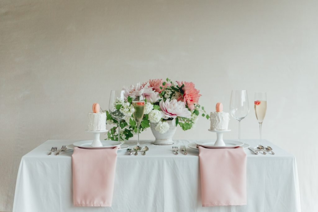 rose_and_laurel_luxury_spring_garden_sweetheart_table