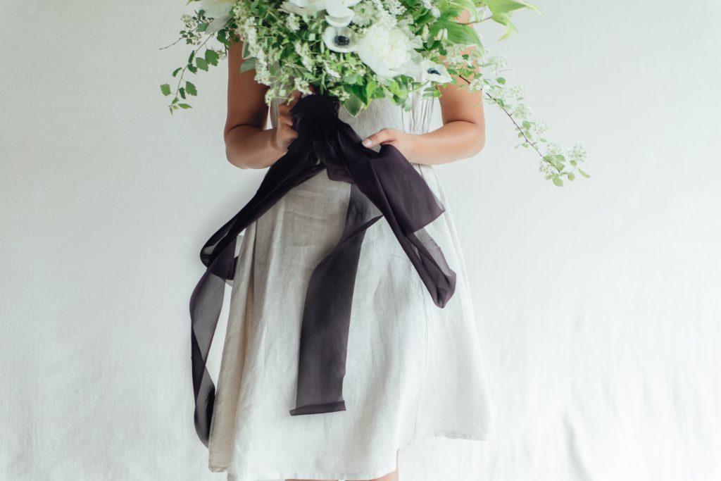 rose-and-laurel-black-bridal-bouquet-ribbon