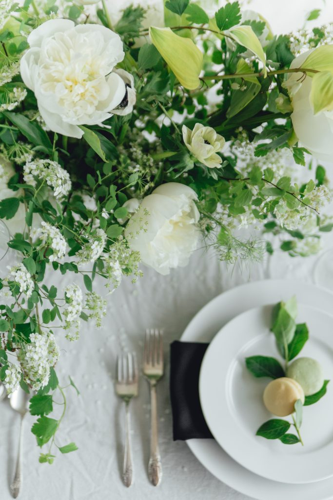 rose-and-laurel-black-and-white-inspiration-reception-centerpiece