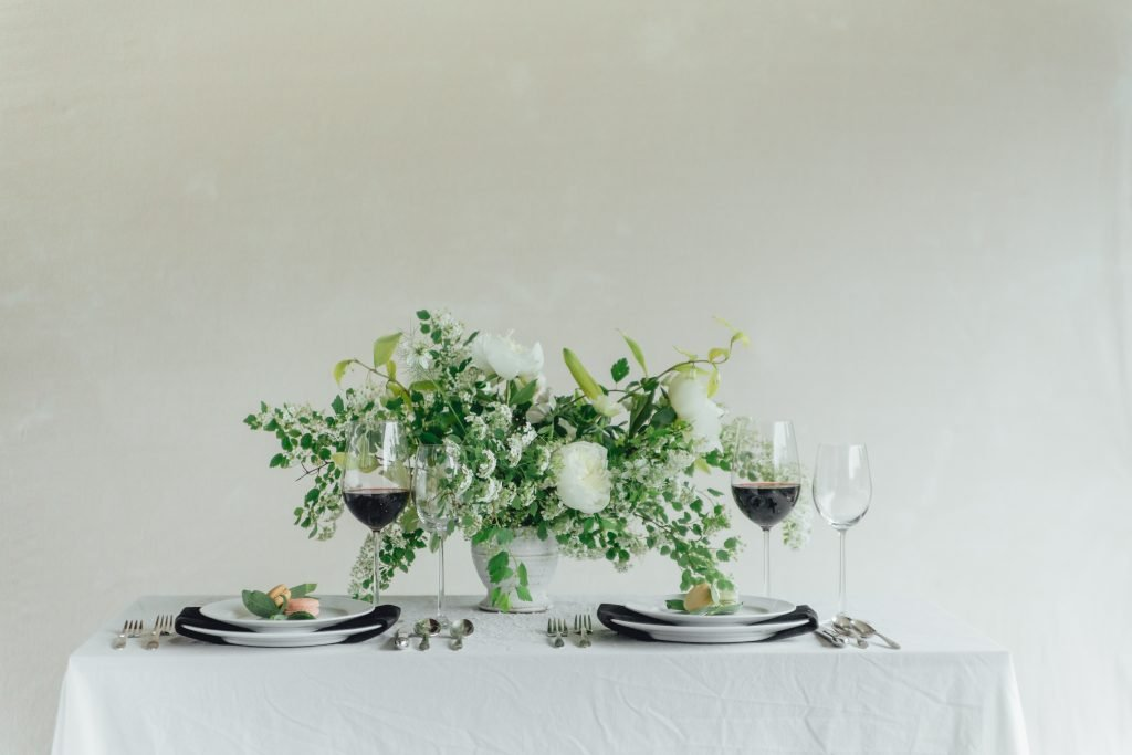 rose-and-laurel-black-and-white-inspiration-reception-flower-centerpiece