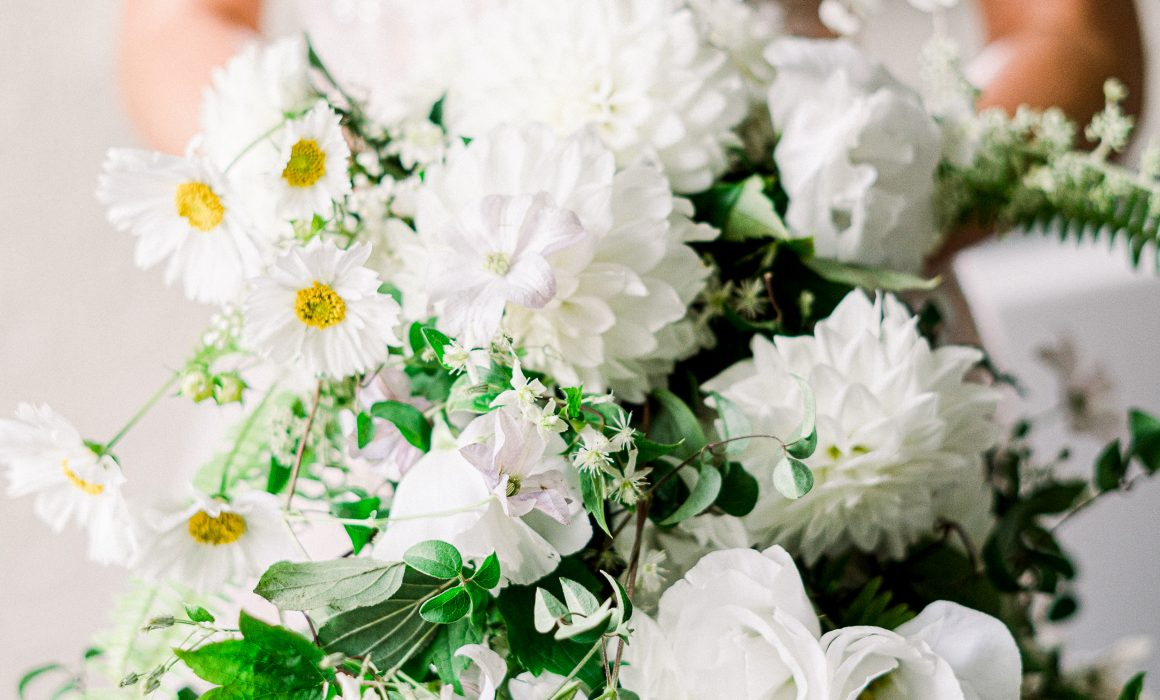 close-up-of-white-bridal-bouquet-in-cascade-style